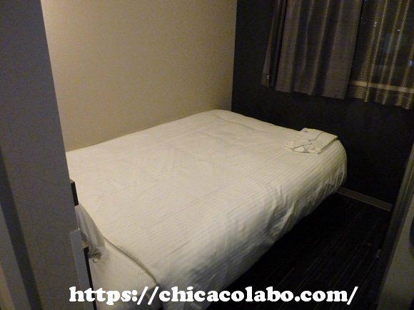変なホテルのベッドとパジャマ